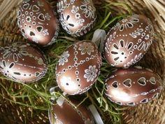 madeirové kraslice | Emiska-Moje malé dielka Egg Shell Art, Egg Decorating, Egg Shells, Easter Eggs, Album, Manualidades, Eggs, Card Book