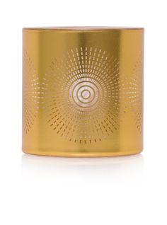 Santorini somiste  Säihkettä! Somisteessa on metallinsävyinen pinnoite sekä pyörteinen tähtikuvio. Lisäsäihkettä luot Votiivilla tai Tuikkivalla, jotka myydään erikseen.  http://www.partylite.fi/fi/verkkokauppa.html