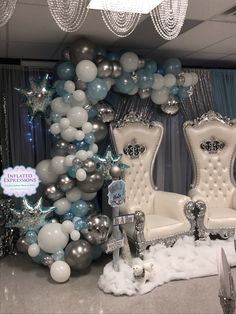 Balloon garland for winter wonderland baby shower it's a b Baby Shower Decorations For Boys, Boy Baby Shower Themes, Baby Shower Balloons, Baby Shower Fun, Baby Shower Gender Reveal, Shower Party, Baby Shower Parties, Baby Shower Dresses, Winter Wonderland Decorations