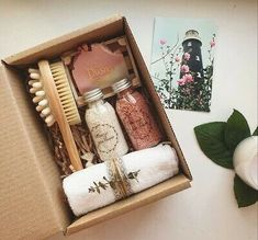 Self Care Surprise Box Filled With All Self Care Essential Themed Beauty Care - Gift Box Christmas Gifts For Friends, Christmas Gift Baskets, Holiday Gifts, Christmas Diy, Christmas Gift Ideas, Cute Gifts For Friends, Cute Birthday Gift, Diy Birthday, Gift Box Design