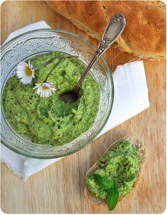 A nouveau une recette de Clea cuisine qui m'a tenté dès que j'ai vu sa photo! C'est un délice, les pignons torréfiés avec le goût des petits pois et du chèvre frais : irrésistible! Par contre je n'avais pas de citron vert comme dans la recette initiale,...