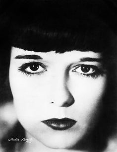Film stars such as Louise Brooks, Clara Bow and Marion Davis were some of the first to pioneered the lined eye.