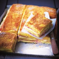 Discover the recipe Croque-Monsieur of polenta, ham, cheese … - RECiPE Breakfast Sandwich Recipes, Snack Recipes, Cooking Recipes, Chefs, Food Porn, Polenta Recipes, Food Inspiration, Love Food, Sandwiches