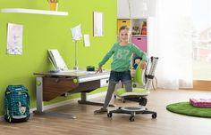Стол moll Winner Сomfort с ящиком и подвесной тумбой, стул Maximo Fresh, лампа Flexlight