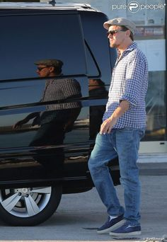 Leonardo DiCapri, sa girlfriend et un groupe d'ami prêts à quitter la Côte d'Azur le 26 mai 2013. Leonardo Dicaprio Photos, Quitter, 2013, Mai, Hipster, Style, Fashion, Group Of Friends, Swag