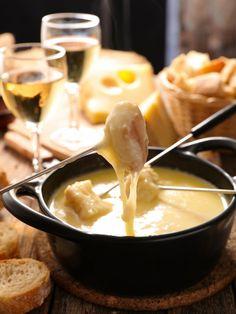 Easy Chocolate Fondue Recipe, Shabu Shabu, Cheesy Recipes, Cheese Lover, Melted Cheese, Skewers, Ethnic Recipes, Desserts, Tiki Lounge