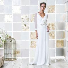 Gio Rodrigues Julie Wedding Dress amazing robe manteau style wedding dress  embroidery crystal mousseline crepre semi-transparent  engaged inspiration unique gorgeous elegant bride