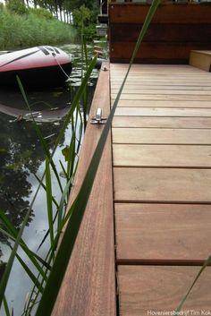 Heerlijk buitenleven, tuin te 's-Gravendeel-vlonder-steiger-steier-bolders-vlonderplanken-moderne-vlonder-hout-weinig-onderhoud-tuin-aan-het-water-tuinontwerp-hardhout-braziliaans-waterplanten-timkok-hovenier