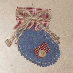 Denim Quilted Christmas Ornaments--these shapes would be a wonderful way for the girls to work on hand stitching! Country Christmas Ornaments, Cat Christmas Tree, Quilted Christmas Ornaments, Fabric Ornaments, Handmade Ornaments, Diy Christmas Gifts, Handmade Christmas, Christmas Stockings, Half Christmas