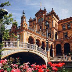 Buenos días a tod@s desde #Sevilla - #PlazadeEspaña.