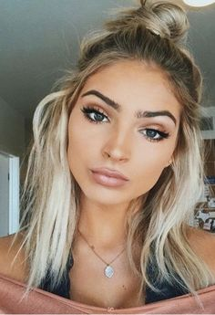 29 Stunning Festival Hair Ideas You Need To Try This Summer 29 umwerfende Festival-Haar Skin Makeup, Beauty Makeup, Hair Beauty, Blonde Hair Makeup, Dark Eyebrows Blonde Hair, Hair And Makeup, Makeup Brushes, Make Up Blonde Hair, Eyebrows For Blondes