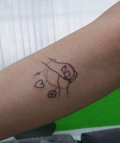 Uma tatuagem simples mas de grande significado.  Fé, amor e sorte!