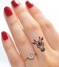 If you've been thinking about getting a tattoo, but are keen to opt for something subtle, small or tiny, then a delicate finger tattoo could be just for you. Finger tattoos are super adorable and beautiful on its own. Finger tattoos are fun to conc Tattoo Am Finger, Finger Tattoo For Women, Small Finger Tattoos, Finger Tattoo Designs, Small Tattoos, Tattoos For Women, Lion Tattoo, Tattoo Animal, Ring Finger