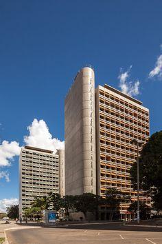Obras do Lelé por Joana França,Edifícios Morro Vermelho e Camargo Corrêa © Joana França
