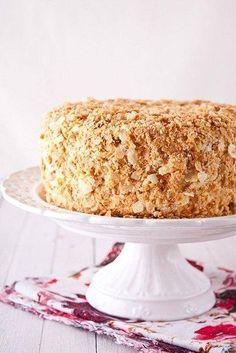 """Для моей семьи это очень особенный торт. Торт, который бабушка с детства готовит на все домашние праздники. Родные и гости всегда с нетерпением ждут время десерта – """"Степку"""" обожают все! Это совсем н…"""