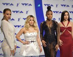 Confira os looks mais lindos das famosas no VMA 2017 Moda Tá na Moda