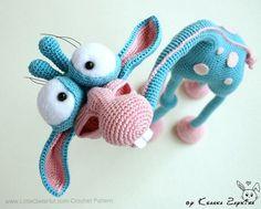 005 Giraffe Crochet pattern PDF file. Amigurumi toy with wire