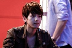 12.04.30 Fansign at Eejungbu (Cr: @exo_flyinglove)