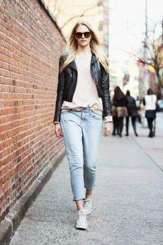 Hoje falo-vos acerca de um item que adoro especialmente: Calças. São versáteis, pois adaptam-se a qualquer situação. Podem ser super práticas ou clássicas e sofisticadas, bem como podem transmitir Sensualidade ou Elegância. Dicas de Moda e Imagem no Blog de Moda Style Statement. Skinny e ripped jeans. Calças fluidas e cigarette. Streetstyle. Tendências Outono/Inverno. Consultoria de imagem. Jennifer Aniston. Critics Choice Awards. Michael Kors.