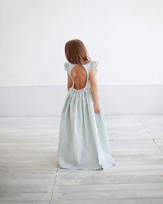 Мы так давно мечтали об открытой спинке ❤️,представляли ...каким будет то самое платье ☺️.Женственное ,изящное ..элегантное и эффектное ..Вот оно В цвете : бирюзовая полоса#miko_D0035 • Состав: 100% лён, подклад 100% хлопок. • Цвета: бирюзовая полоса,нежно-розовая полоса. • Размеры : 92,98,104,110,116,122,128. • Цена: 6500. • Все вопросы и оформление заказа в Direct ( администратор Валентина ) или в what's app : 79126365902 (Надежда). #miko_kids #conceptkidswear #большечемплатья #❤️