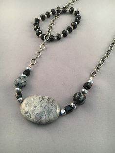 This gray stone is highlighted by the pewter-like chain and black beads. Matching bracelet and earrings Clay Jewelry, Jewelry Crafts, Jewelry Sets, Beaded Jewelry, Jewelry Necklaces, Jewelry Making, Diy Necklace, Necklace Designs, Stone Necklace