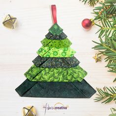 9 projets de patchwork avec sapins de Noël modernes et originaux - Fibra Creativa Modern Quilts & Patchwork Christmas Quilting Projects, Sewing Projects, Christmas Ornaments, Christmas Ideas, Quilts, Holiday Decor, Ranger, Blog, Fiber