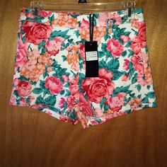"💥 NWT Parisian Floral Shorts Sz Jrs 7 NWT Parisian floral print shorts size juniors 7. Measurements: waist: 14"", hips: 16"", total length: 11.5"", inseam: 2"". Parisian Shorts"