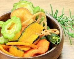 Veggie Chips Are Nutritious, Right? Zucchini Chips, Veggie Chips, Raw Food Recipes, Veggie Recipes, Cooking Recipes, Healthy Recipes, Microwave Recipes, Vegan Appetizers, Snacks