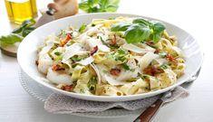 Norwegian cod and haddock carbonara Shellfish Recipes, Seafood Recipes, Pasta Recipes, Fish Dishes, Pasta Carbonara, Pasta Salad, Pesto, Cod, Cabbage