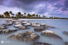 This post is also available in: EnglischKüstenlinien, Strände und das Meer – sie alle bieten für Fotografen eine riesige Auswahl atemberaubender Fotomöglichkeiten. Strandbilder gehören nicht umsonst zu den beliebtesten Urlaubsfotos überhaupt, aber so schön das Meer auch sein kann, stellt es auch so einige Herausforderungen an uns. Hier also einige Tipps, welche dir beim Fotografieren [...]