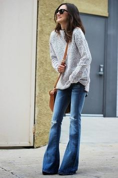Flared jeans and a cozy sweater! Flared Jeans are coming back in a big way, I prefer smaller flared bottom. Jean Outfits, Casual Outfits, Cute Outfits, Work Outfits, Outfits 2016, Casual Bags, Office Outfits, Looks Street Style, Looks Style