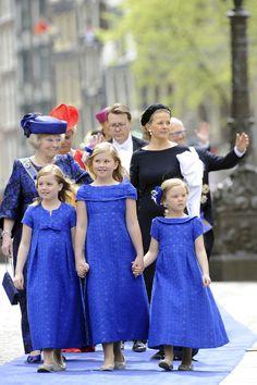 De prinsessen Alexia, Amalia en Ariane met hun familie