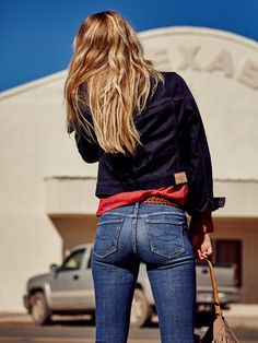 Every pair of Abercrombie & Fitch Women's Jeans has a sexy fit. Abercrombie & Fitch Women's Jeans come in a wide variety of vintage washes. Curvy Jeans, Sexy Jeans, Denim Skinny Jeans, Jeans Fit, Blue Jeans, Mom Jeans, Tight Buns, Hot Girls, Girls Jeans
