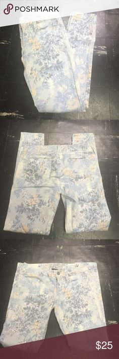 American Eagle Outfitters Floral Jeggings Worn 2x. Regular length. Size 4 American Eagle Outfitters Jeans Straight Leg