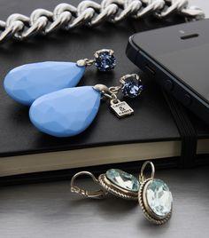 Zakelijke en klassieke Camps & Camps oorbellen bleu. Verkrijgbaar bij op de webshop van 't Juffie!