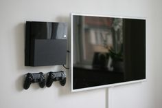 PS 4 wirh wll mount
