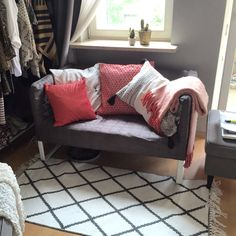 Ikea Knopparp made cosy with H&M home pillows and rug #knopparp