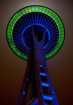 Seattle Space Needle celebrates the Seahawks going to the Super Bowl Seahawks Football, Seattle Seahawks, Seahawks Fans, Seahawks Memes, Seattle Mariners, Seattle Washington, Washington State, Seahawks Colors, Evergreen State