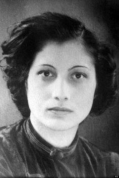 Noor Inayat Khan (Moskou 1 januari 1914 – Dachau 14 september 1944), was een moslimvrouw die tijdens WO II als geheim agente voor de Britse Special Operations Executive (SOE) actief was in het Franse verzet. Inayat Khan werd in1943 overgebracht naar Duitsland. Ondanks alle ontberingen liet ze niets los. Op 12 september 1944 kwam zij in het concentratiekamp van Dachau terecht en de volgende morgen werd Inayat Khan gemarteld en geëxecuteerd door een SS'er, samen vijf andere verzetsvrouwen.