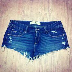 """SP decidiu virar uma bola de fogo antes da hora  tá na hora de tirar o shortinho jeans do armario  Esse é hollister """"28"""" #gtips #sp #sppegafogo #calor #jeans #garimperia #brechó #comprinhas #online #hollister"""