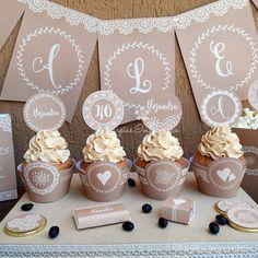 Nuevos kits imprimibles con estilo rústico chic, con textura de arpillera y puntillas. Textos editables para personalizarlos a tu gusto. >> http://tarjetasimprimibles.com/210-estilo-rustico #estilorustico #vintage #imprimibles #kitsimprimibles #tarjetasimprimibles #tarjetas #wrappers #toppers #cupcakes #banderines #decoraciones #decoracionesdefiestas #decoraciondefiesta #partyideas #estilorustico #rusticoideas #estilorusticocumpleaños