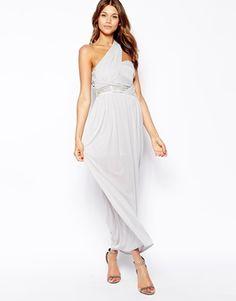 TFNC - Maxi robe asymétrique avec taille ornementée et jupe plissée