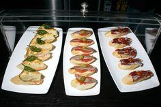 Una tapa es esencialmente un aperitivo que se sirve en la mayoría de los bares o restaurantes acompañando a la bebida