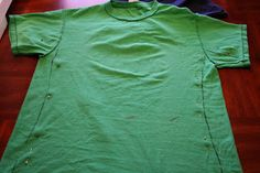 How to make a fitted t-shirt from a guys t-shirt