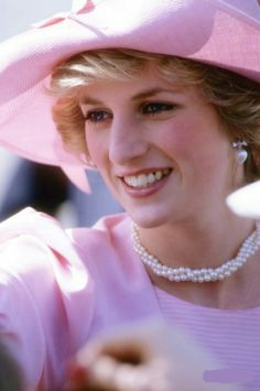 Prince Charles, Prince of Wales, and Diana, Princess of Wales, visit. News Photo - Getty Images Princess Diana Fashion, Princess Diana Pictures, Princess Kate, Princess Diana Jewelry, Lady Diana Spencer, Pippa Middleton, Princes Diana, Prince Of Wales, Prince Charles
