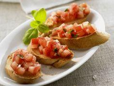 Röstbrote mit Tomaten (Bruschetta) - smarter - Zeit: 20 Min. | eatsmarter.de