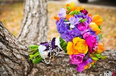 Love these beautiful bright flowers on onewed.com
