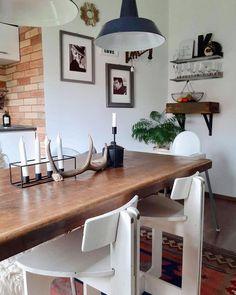 Egy újabb kedvenc designer munkának!Ne féljetek keverni a stílusokat, és bátran adjatok új funkciót meglévő tárgyaitoknak ahogyan ezt mi is… Neon, Table, Furniture, Instagram, Home Decor, Decoration Home, Room Decor, Neon Colors, Tables