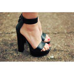 Modne buty, stylowe ubrania i obuwie damskie, sklep z butami i ubraniami, modne buty letnie i zimowe - DeeZee.pl