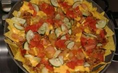 Nachos - ricetta cucina messicana I nachos sono una tradizione della cucina messicana. Oramai i prodotti messicani si trovano con grande facilità, per questo da qualche tempo ho rivisitato la ricetta facendo dei nachos ricchi di car #nachos #messico #texmex #cucina